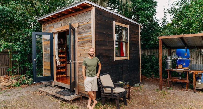 11-Challenges-of-Living-Simply-and-Sustainably-in-My-Tiny-House-copy-2-776x415.jpg