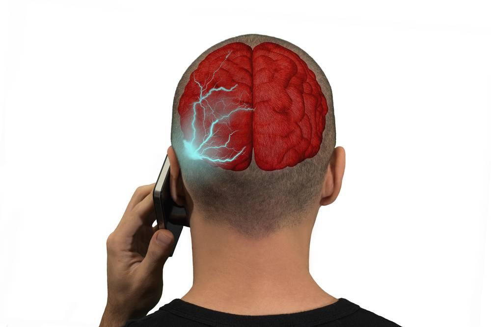 Болит ухо от сотового телефона